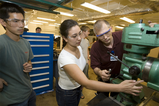 Steve Earp with students in the machine shop